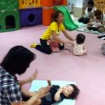 子育て支援センターでベビータッチ