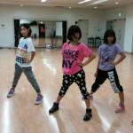 チャリティイベントに参加のダンスチーム